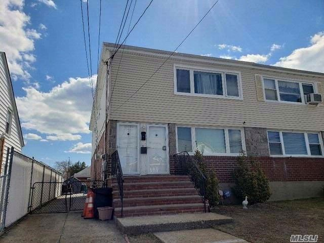 6 BR,  2.50 BTH  2 story style home in Howard Beach
