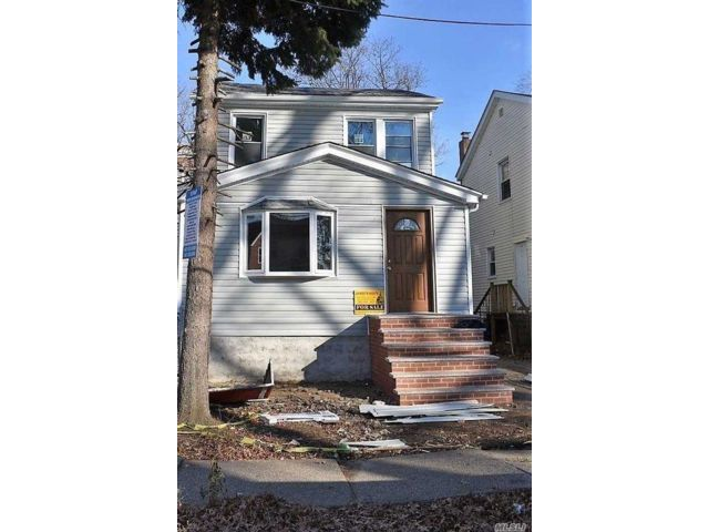 3 BR,  1.50 BTH  2 story style home in Ozone Park